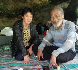 Ustad Abdul Hadi (kiri) dan Mbah Hasyim.