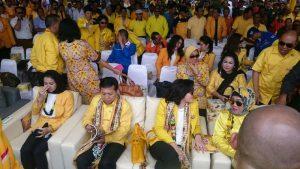 Ketua Umum Setya Novanto di antara para undangan.(foto: andi amir)